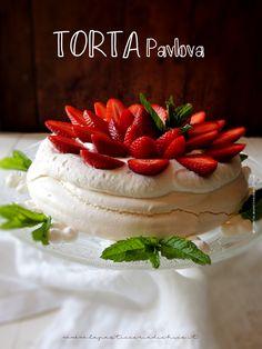 #lapasticceriadichico Per tutte le mamme, un pensiero dolcissimo ed elegante, la #TortaPavlovaallefragole  Trovate qui la #ricetta: http://www.lapasticceriadichico.it/2016/05/torta-pavlova.html  Trovate qui la #videoricetta: mhttps://www.youtube.com/watch?v=6SR4AywGLUo #meringa #fragole #festadellamamma #dolciconmeringa #dessert #recipe#cake #strawberry #panna #australiancake #pasticceria