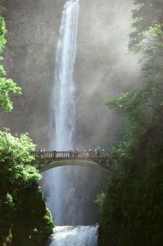 Visiting Multonmah Falls in Oregon- Hiking in Oregon