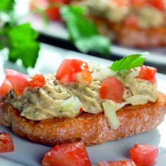 Pastã de pește afumat Pasta, Salmon Burgers, Ethnic Recipes, Food, Salmon Patties, Meals, Noodles, Yemek, Eten