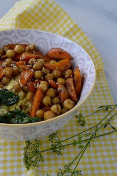 Bowl of carrots and caramelized chickpeas - Recettes de cuisine - Raw Food Recipes Vegan Chickpea Recipes, Raw Food Recipes, Veggie Recipes, Vegetarian Recipes, Cooking Recipes, Healthy Recipes, Healthy Diners, Happy Vegan, Batch Cooking