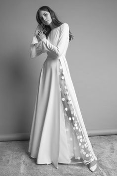 Dress Inspo for the Non-Traditional Bride - I've got wedding on my mind IV -Gorgeous Wedding Dress Inspo for the Non-Traditional Bride - I've got wedding on my mind IV - Unusual Wedding Dresses For The Non-Traditional Bride Unusual Wedding Dresses, Unconventional Wedding Dress, Alternative Wedding Dresses, Traditional Wedding Dresses, Nontraditional Wedding, Gorgeous Wedding Dress, Unique Dresses, Bridal Dresses, Casual Dresses