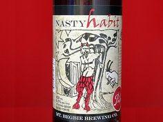 Cerveja Mt. Begbie Nasty Habit IPA, estilo India Pale Ale (IPA), produzida por Mt. Begbie Brewing, Canadá. 6% ABV de álcool.