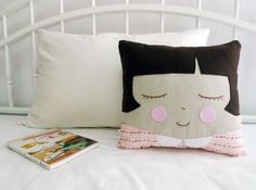 Girl Cushion Suzie por CookieCutterEtsy en Etsy