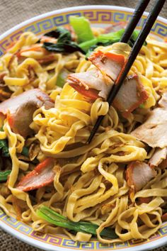 Char Siu Noodles will be your new favorite noodle recipe. With egg mein tossed in sauce, it comes LOADED so there's never a dull moment! #charsiunoodles #chineselomein #cantonesenoodles Pork Noodles, Stir Fry Noodles, Asian Noodles, Asian Noodle Recipes, Asian Recipes, Ethnic Recipes, Bbq Shop, Char Siu, Chow Mein