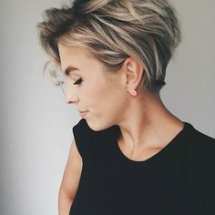 10 Messy Hairstyles for Short Hair - Quick Chic! Women Short Haircut 2019 Messy hairstyles for short hair are a great, easy-care option and a trendy fashion look, all rolled into one! In fact, short haircuts usually lead the fashion trends and the current Hair Color Highlights, Pixie Highlights, Messy Hairstyles, Hairstyles 2018, Short Hairstyles For Thick Hair, Short Trendy Haircuts, Short Hair Cuts For Women Easy, Long Hair, Latest Haircuts