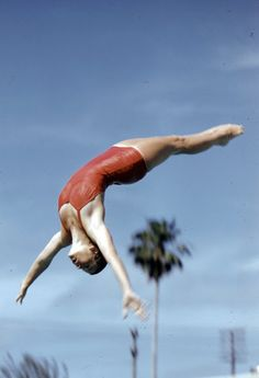 Wonderful Color Photographs From the 1959 A.U Swimming and Diving Championships in Palm Beach, Florida ~ vintage everyday Anatomy Reference, Pose Reference, Women's Diving, Cave Diving, Diving Springboard, Dynamic Poses, Summer Memories, Vintage Florida, Monochrom