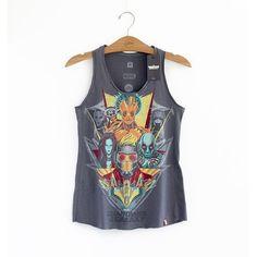 Design exclusivo em parceria com os estúdios da Marvel Camiseta 100% algodão Estampa levemente desbotada estilo Vintage Costuras reforçadas no colarinho e ombros Etiqueta de barra com o logo MARVEL