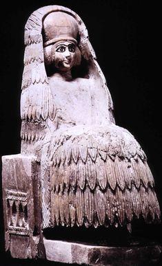 Alabaster statue of priestess, dedicated in temple of the goddess Ninni-Zaza, Mari, c. 2400 BCE. Note 'polos' headdress and veil.