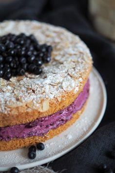 Mandelbiskuit mit einer Creme aus Waldheidelbeeren | Blaubeeren | Torte | Blaubeertorte