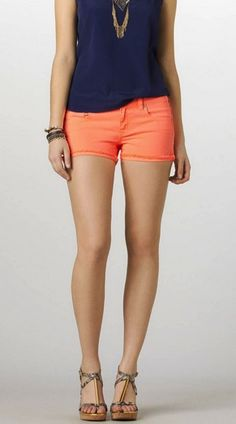 Orange shorts amazing for the summer! Summer Outfits, Casual Outfits, Cute Outfits, Funny Pranks, Funny Jokes, Funny Ghost, Warm Weather Outfits, Orange Shorts, Orange Fashion