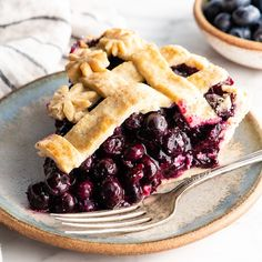 This is the best homemade Blueberry Pie Recipe you'll ever make! It's made from scratch with a fresh blueberry pie filling and NO cornstarch, and includes step-by-step instructions and photos! Best Blueberry Pie Recipe, Fresh Blueberry Pie, Homemade Blueberry Pie, Blueberry Recipes, Fried Cabbage With Sausage, Easy To Cook Meals, Sweet Pie, Best Breakfast Recipes, Wine Recipes