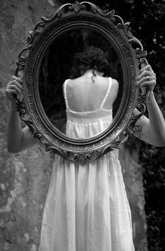Mientras yo sea saludable y me sienta cómoda en este cuerpo quien tiene un problema es la sociedad. Que está acostumbrada a ver imágenes de mujeres extremadamente delgadas y pensar que eso es normal. Si le enseñamos a las mujeres que todas tenemos derecho a ser de diferentes tamaños y lo que importa es que seas saludables habrían menos jóvenes cometiendo suicidios gracias al bullying. http://lovethediva.com/?p=1057 #bullying #mujer #belleza #salud #autoestima #confianza #amor