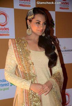 Sonakshi Sinha 2014 wearing cream and peach salwar kameez Punjabi suit Punjabi Fashion, India Fashion, Bollywood Fashion, Asian Fashion, Sonakshi Sinha, Indian Attire, Indian Wear, Bollywood Celebrities, Bollywood Actress