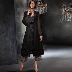 Bookmark These Stylish Outfit Ideas For Eid Black Pakistani Dress, Pakistani Party Wear, Pakistani Wedding Outfits, Pakistani Dress Design, Pakistani Dresses, Indian Dresses, Eid Outfits, Bridal Outfits, Stylish Dresses