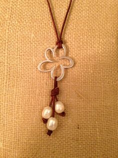 Flower, freshwater pearls and leather necklace