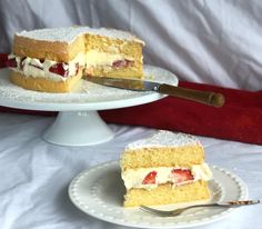 This delicious Easy Sponge Cake recipe really is the best! I include lots of tips for how to achieve a light fluffy Sponge. Easy Sponge Cake Recipe, Sponge Cake Recipes, Light And Fluffy Sponge Cake Recipe, Delicious Desserts, Yummy Food, Cakes Today, Zucchini Cake, Strawberry Cakes, Round Cakes