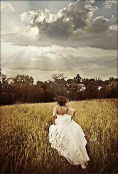 Bride Photo Ideas - perfect for a country Wedding! Love this!!!