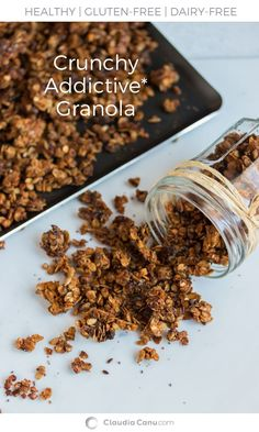 Almond Butter Granola - The almond butter adds a special touch to this granola making it crunchy and sweet at the same time. If you try it, I'm sure you'll stop to buy granola at the supermarket! Healthy Sweet Snacks, Healthy Brunch, Good Healthy Recipes, Healthy Breakfast Recipes, Clean Recipes, Real Food Recipes, Yummy Food, Vegetarian Breakfast, Yummy Recipes