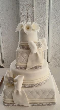Pastel de Bodas Moños y Alcatraces  Callas and Bows Wedding Cake