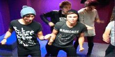 5SOS are dancing like the true punk rock legends that they are -Sugarscape.com