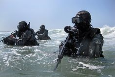 Special Forces combat divers, wearing rebreathers (2238×1493)