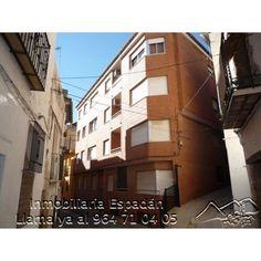 Alquiler piso en Navajas en la calle San José. Piso amueblado compuesto por 3 habitaciones, comedor, cocina y baño. Piso céntrico, ideal tanto para vivir como para ir los fines de semana. 250 €/mes