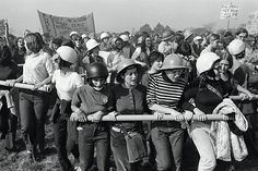 David Fenton   Women Demonstrators Outside Fort Dix, A Major Transshipment Port for U.S. Army Soldiers Leaving For Vietnam,October 12th, 1969