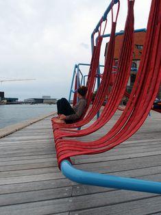 Inspiration for Kapana Open Call - Hammock Public Seating : Off-Ground installation Urban Furniture, Street Furniture, Furniture Design, Urban Landscape, Landscape Design, Design D'espace Public, Landscape Architecture, Architecture Design, Public Seating