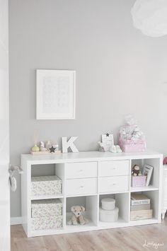 ¡Hola a todos! hoy os traigo las primeras fotos del cuarto de Emma, que como véis, lo hemos decorado con algunos muebles de IKEA (com...