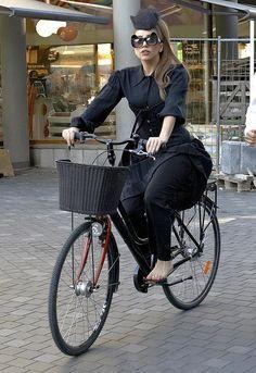 Lady Gaga cycles through Copenhagen