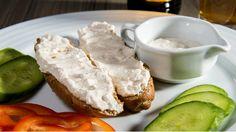 Lehký pivní sýr je výborný na čerstvém chlebu nebo topince. Když ho necháte pořádně uležet, odmění se vám neodolatelnou chutí a výraznou vůní. Dobrota pro fajnšmekry :)
