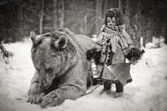 Funny pictures about Bear And A Child In Russia. Oh, and cool pics about Bear And A Child In Russia. Also, Bear And A Child In Russia photos. Vintage Pictures, Old Pictures, Old Photos, Funny Pictures, Funny Images, Funny Pics, Iconic Photos, Hilarious, Photo Ours