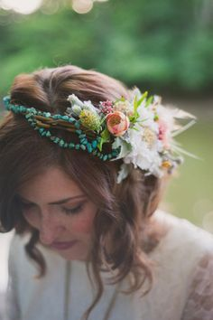 The do's and do not's of wearing a flower crown on your wedding day.