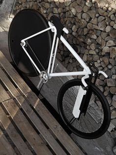 Le designer produit italien Paolo de Giusti nous présente son concept de vélo au look ultra agressif, le 36/28 Postale Bike. Son appellation vient des diam