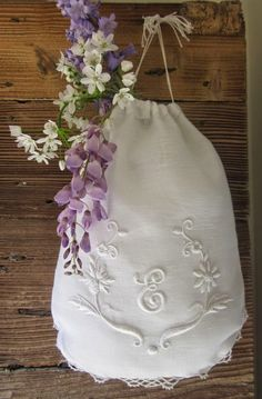 Elisabetta hand embroidery: Figures padded