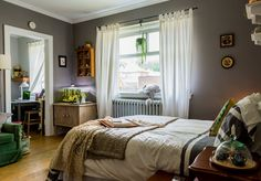 House Tour: An Old-fashioned Tiny Toronto Apartment | Apartment Therapy
