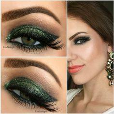 Inspiração de make verde escuro com glitter