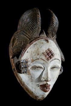 Masque Mukuyi Okuyi - Punu / Pounou - Gabon African Masks, African Art, Statues, Art Afro, Art Gallery, Art Ancien, Art Premier, Art Africain, Paris