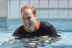 """Königlicher Tauchgang: Prinz Charles übergibt die Präsidentschaft des """"British Sub Aqua Club"""" (BSAC) an seinen Sohn William. Das wird sogleich mit einem Tauchgang im BASC-Zentrum in London gefeiert. Mehr Bilder des Tages auf: http://www.nachrichten.at/nachrichten/bilder_des_tages/cme10133,1095594 (Bild: Reuters)"""