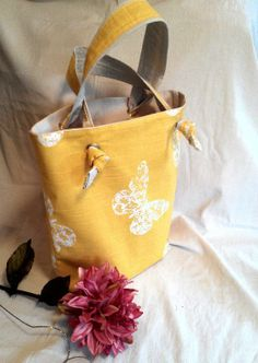 One Hour Book Bag - via @Craftsy.  Need a nicer looking bag for books - perfect idea!