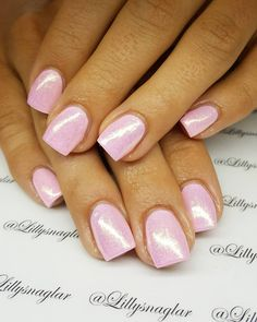 Pink pastell med skimmer http://www.australiaunwrapped.com/2016/02/01/cute-simple-red-nail-color-on-long-nails/