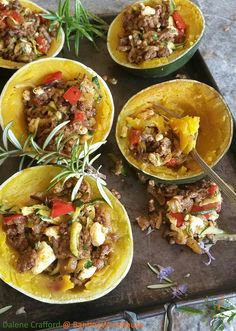 Another mouth-watering dish from the amazing Dalene Crafford: GEM SQUASH WITH GREEK MINCE FILLING Gem squash halves have their own built-in bowls, making them such wonderful organic containers for all kinds of fillings. Here I have decided … Continued Banting Diet, Banting Recipes, Mince Recipes, Cooking Recipes, Healthy Recipes, Lchf, Healthy Meals, Healthy Food, Vegetable Recipes