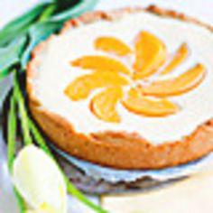 Ihana rahkapiirakka on helppo ja nopea valmistaa.Ihana rahkapiirakka on helppo ja nopea valmistaa. Pohja: 100 g voita tai margariinia1 dl sokeria1 kananmuna2 ½ dl vehnäjauhoja1 tl leivinjauhetta1 tl vaniljasokeria Täyte: 1 prk maitorahkaa½ dl sokeria2 rkl perunajauhoa2 kananmunaa1 prk säilykepers... Finnish Recipes, Croissants, Cheesecake, Food And Drink, Pie, Sweets, Snacks, Baking, Desserts