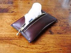 ---商品詳細----□本革のポケットティッシュケースを作りました。□本体大きさ(革):約9.5×13.5×2.0cm重さ:約50gで...|ハンドメイド、手作り、手仕事品の通販・販売・購入ならCreema。