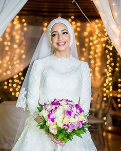 There are few photos with beautiful wedding gowns with abayas. Any bride would be just a queen in these bridal hijabs. Swipe to check all bridal hijabs gown Arabic Wedding Dresses, Groom Wedding Dress, Arab Wedding, Muslim Wedding Dresses, Gothic Wedding, Wedding Bride, Wedding Gowns, Wedding Hijab, Wedding Cakes