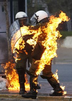 A riot policeman covered in flames runs to escape during in riot in Athens - Thrasos Website History Of Punk, Punks Not Dead, Post Apocalyptic Fashion, Gray Matters, Light My Fire, Poses, Punk Fashion, Glitch, Punk Rock
