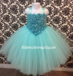 This is the time of the year to get exciting and find your desired oomph baby tutu dress, most people has been developed consequently regardless of where you go, it's possible to show your desired illumination! Floral Skirt Outfits, Floral Prom Dresses, Pink Flower Girl Dresses, Tutu Outfits, Little Girl Dresses, Baby Tutu Dresses, Tulle Dress, Elsa Outfit, Baby Girl Dress Patterns