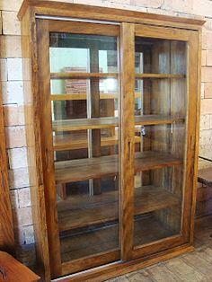 Locação de móveis/EMPÓRIO BRASIL- aluguel mesas madeira/madeira de demolição/aluguel móveis rústicos: Cristaleiras