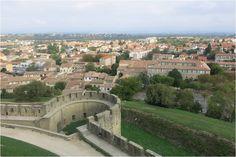 Casinha colorida: Caminhando sobre as muralhas de Carcassonne