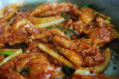 Bulgogi and Bulgogi recipe. Bulgogi is marinated meat dish with Korean red chili paste. Anyone can make bulgogi with this easy bulgogi recipe. Korean Pork Belly, Spicy Korean Pork, Korean Food, Korean Bbq, Korean Bulgogi, Recipe Pics, Bulgogi Recipe Easy, Easy Asian Recipes, Pork Belly